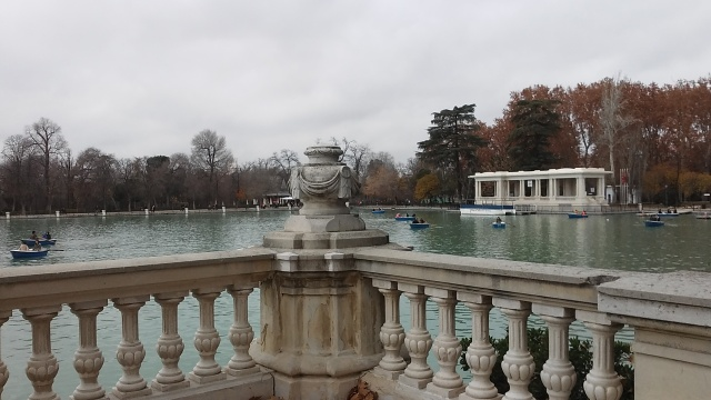 Madrid spain travel parque Retiro lake