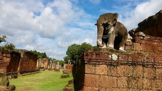cambodia siem reap temple elephant