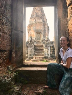 budget travel tips with gabby Boucher, Siem reap Cambodia Angkor wat temples Southeast Asia