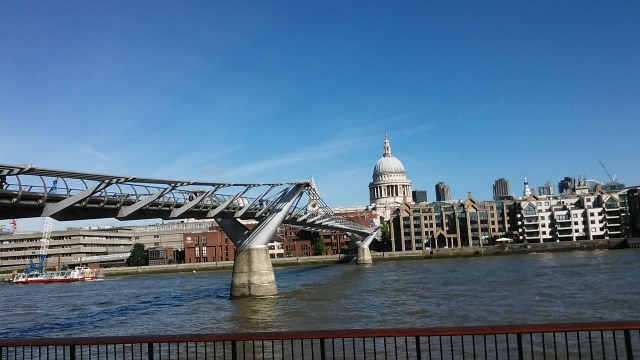 London England United Kingdom budget travel tips photo st pauls millennium bridge