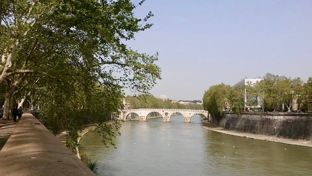 rome Italy travel photo budget travel tips non touristy things to do tiber river