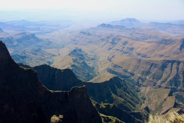 ampitheatre valley drakensberg