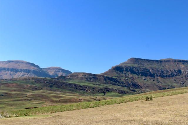 drakensberg mountains budget travel
