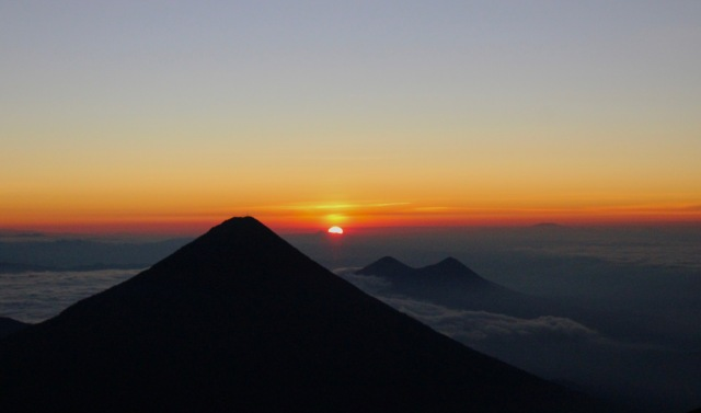 sunrise volcan agua